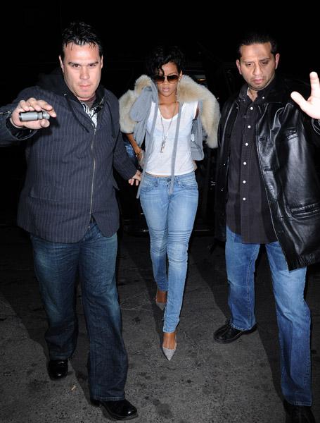 rihanna new album cover 2009. Rihanna#39;s album sales, Gucci